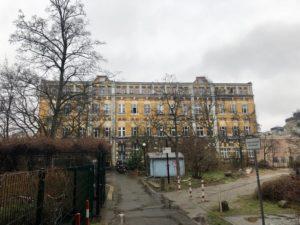 Ein ehemaliges Fabrikgebäude