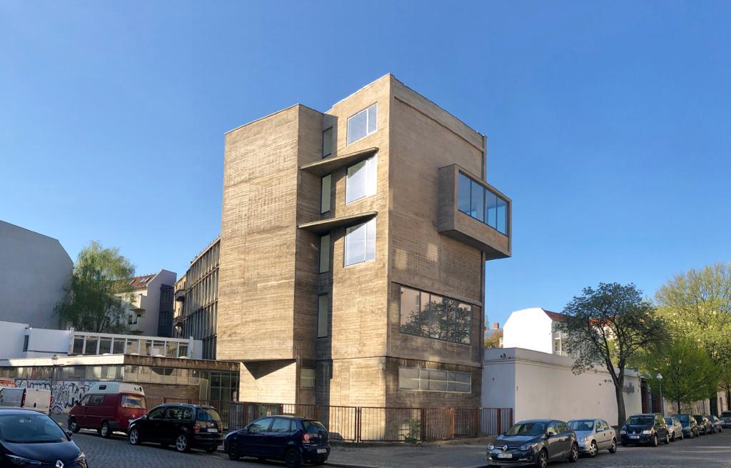 Markantes Eckgebäude der Rotaprintfabrik