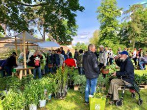 Besucherandrang in der Gartenarbeitsschule