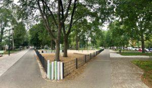 Blick über einen Park mit Spielplatz