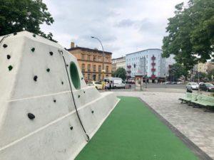 Ein KLettergerüst in einem Park