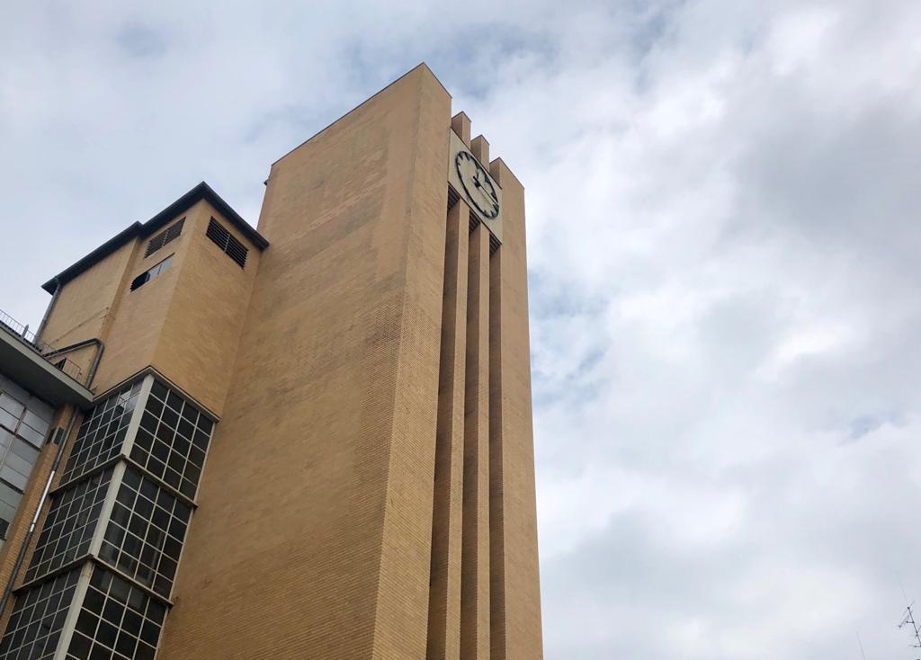 Uhrturm einer Fabrik