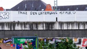 Graffiti an einer Lärmschutzwand
