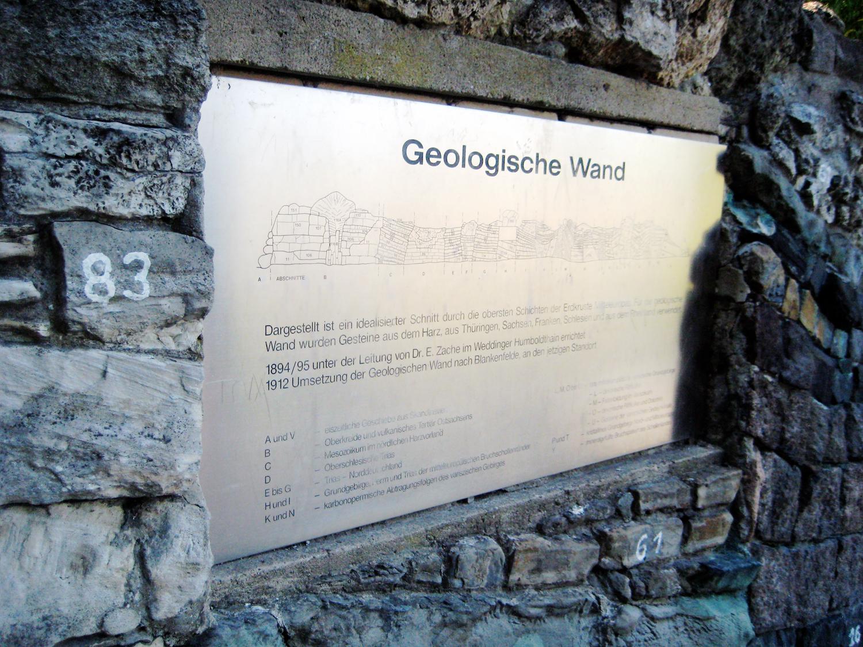 Hinweistafel zur geologischen Wand