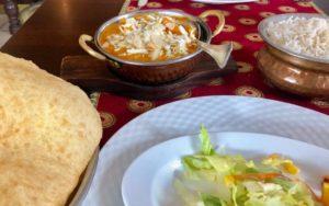 Bathura und indisches Essen