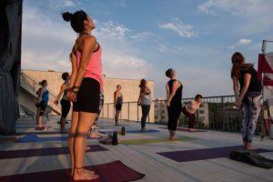 Yoga auf der Dachterrasse des Yogastudio Lobe Block