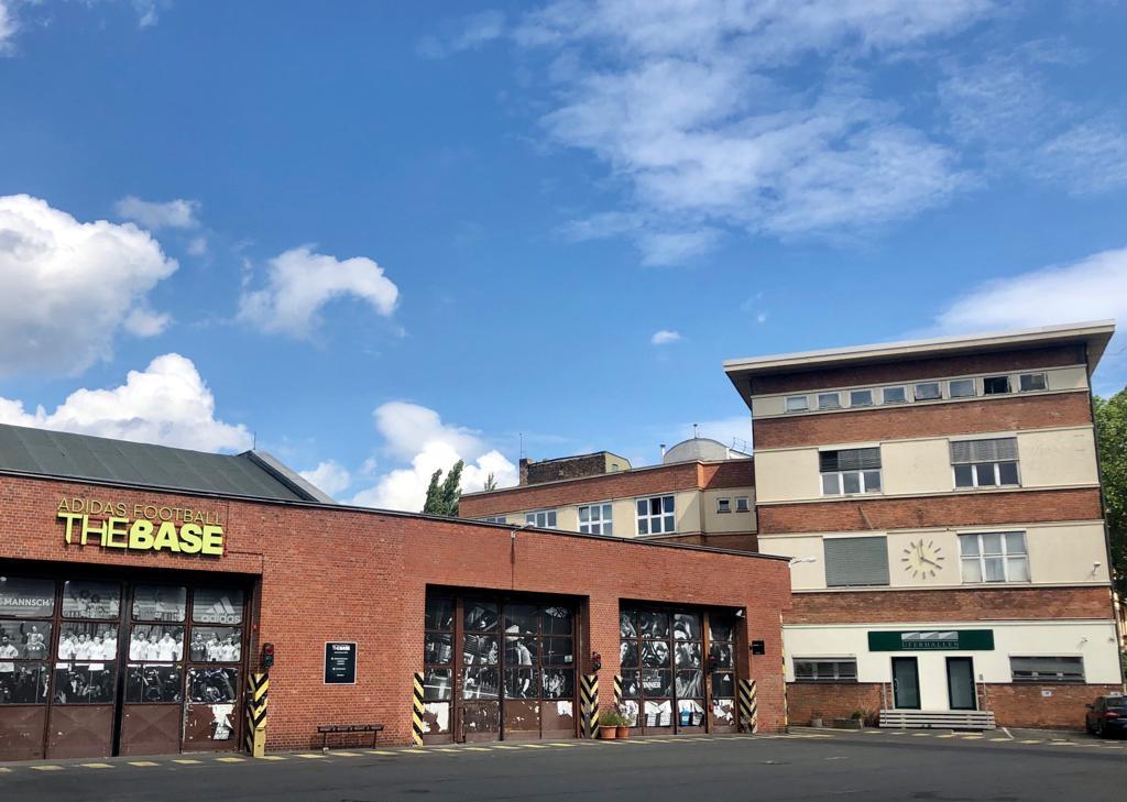 Fabrik- und Verwaltungsgebäude