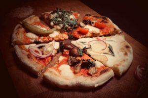 Stücke verschiedener Pizza-Sorten von Inflagranti