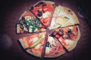 Stücke verschiedener Inflagranti-Pizzasorten