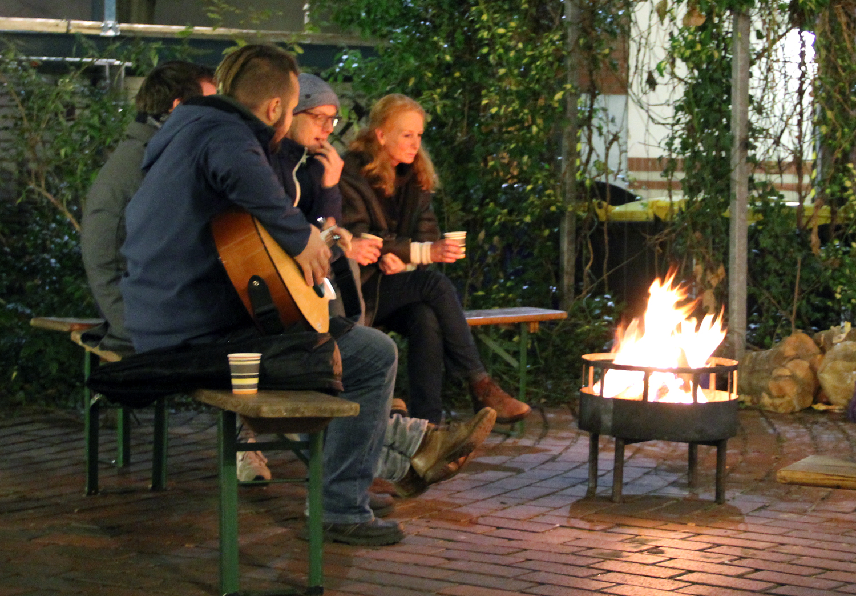 Singen am Feuer