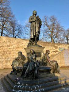 Das Schillerdenkmal im Schillerpark