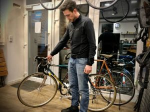 Alexander und sein Rennrad