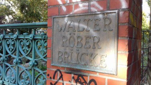 Namenstafel an der Walter Röber Brücke. Foto: Ute Pothmann