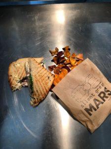 Essen zum Mitnehmen vom MARS nach Hause