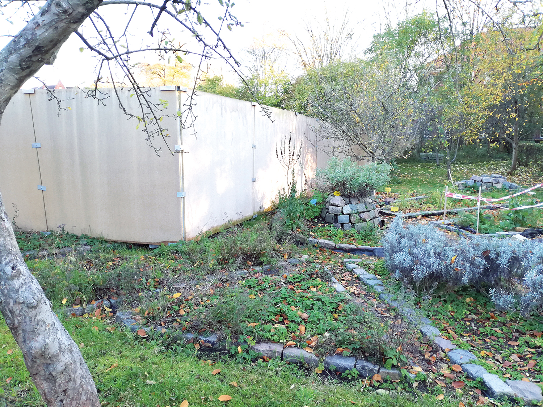 Zaun im interkulturellen Garten