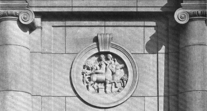 Fassadendetail Haupteingang der Schule in der Ofener Straße, Arch. & Stadtbaurat Ludwig Hoffmann