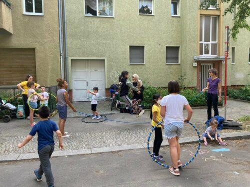 Spielstraße mit Kindern